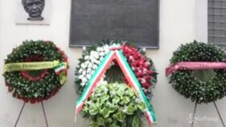Aldo Moro, Mattarella depone una corona di fiori in via Caetani