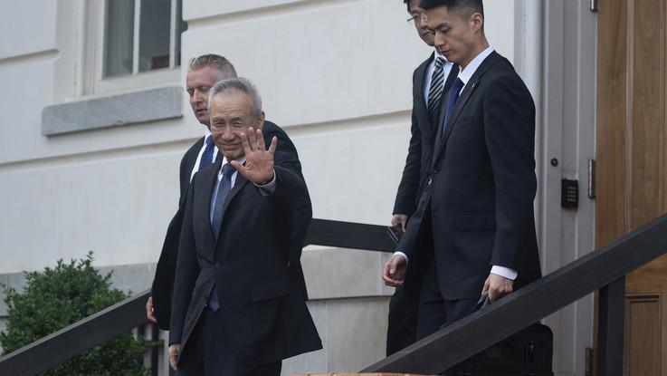 Il vicepremier cinese Liu He lascia l'incontro con i negoziatori statunitensi