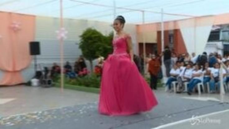 Lima, le detenute sfilano per la festa della mamma