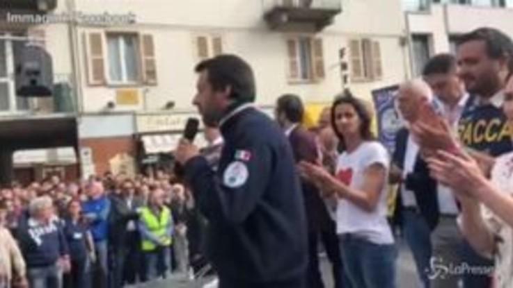 """Elemosiniere Papa, Salvini: """"Conto che paghi i 300mila euro di bollette arretrate"""""""