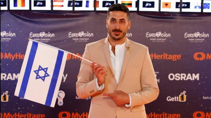 Il cantante Kobi Marimi (Israele) sul red carpet