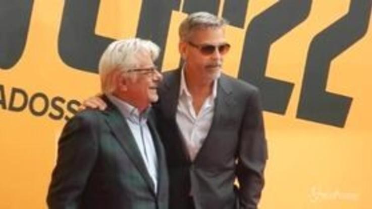 Roma, bagno di folla per George Clooney nel giorno dell'anteprima di 'Catch 22'