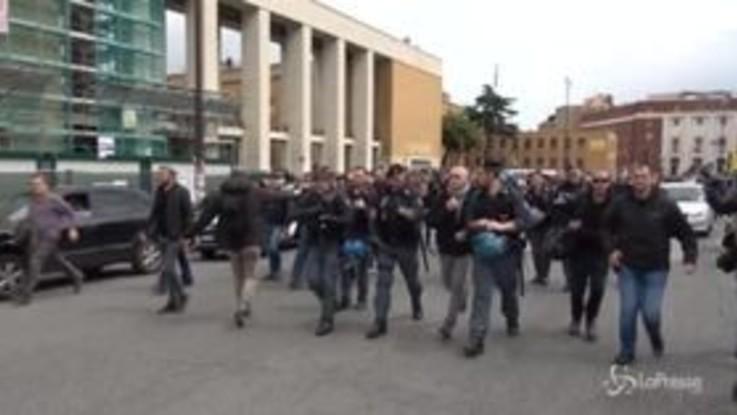 Roma, tensioni davanti alla Sapienza