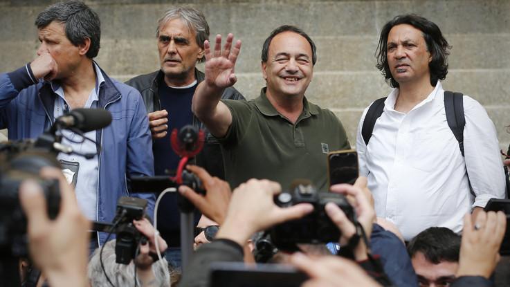 """Roma, qualche tensione e tanti studenti per Lucano in cattedra: """"Noi onda rossa"""""""