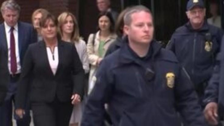 Scandalo corruzione ai college, Felicity Huffman si dichiara colpevole