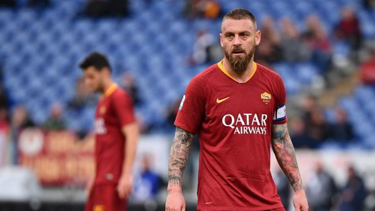 """Roma, fine di un'era: De Rossi dice addio alla squadra: """"Decisione societaria, ma non voglio smettere di giocare"""""""