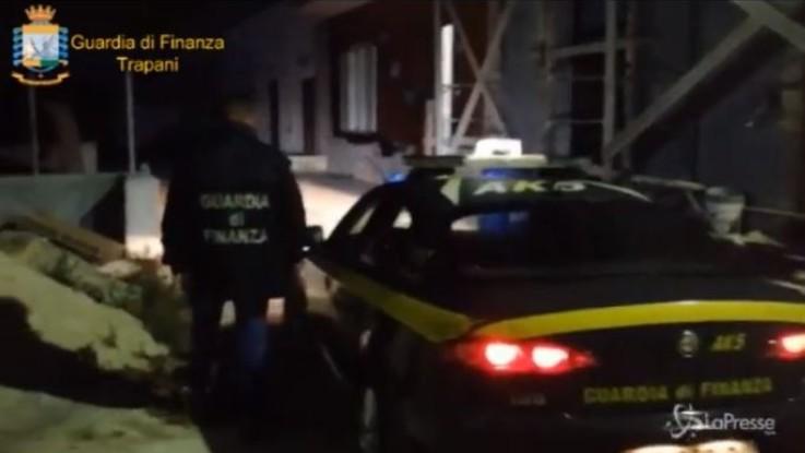 Trapani, blitz contro il caporalato: braccianti romeni a 3 euro l'ora