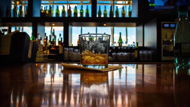 Otto milioni e 600mila italiani sono consumatori di alcol a rischio: 700mila sono minori