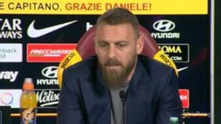 """De Rossi dà l'addio alla Roma: """"Mi vogliono dirigente, ma mi sento calciatore"""""""
