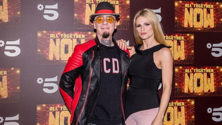 Canale5, Michelle Hunziker, J-Ax e un 'muro' umano: ecco 'All together now'