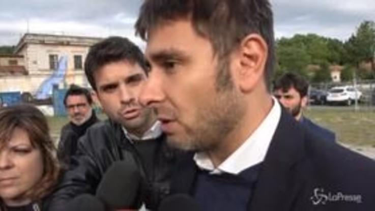 """Di Battista: """"Striscione anti Salvini rimosso? Str***a, i cittadini hanno diritto di parlare"""""""