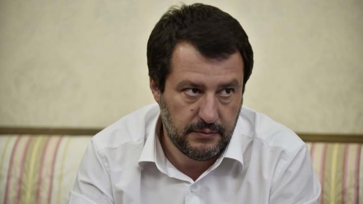 Milano, espone striscione con la scritta 'Salvini amico dei mafiosi': rischia una denuncia