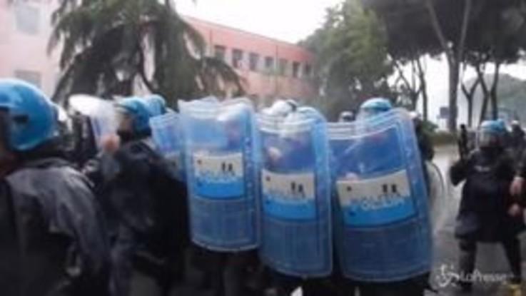 Atalanta-Lazio, scontri ultras-polizia: guerriglia vicino allo stadio