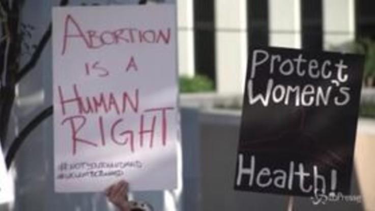 Alabama, firmata legge sull'aborto