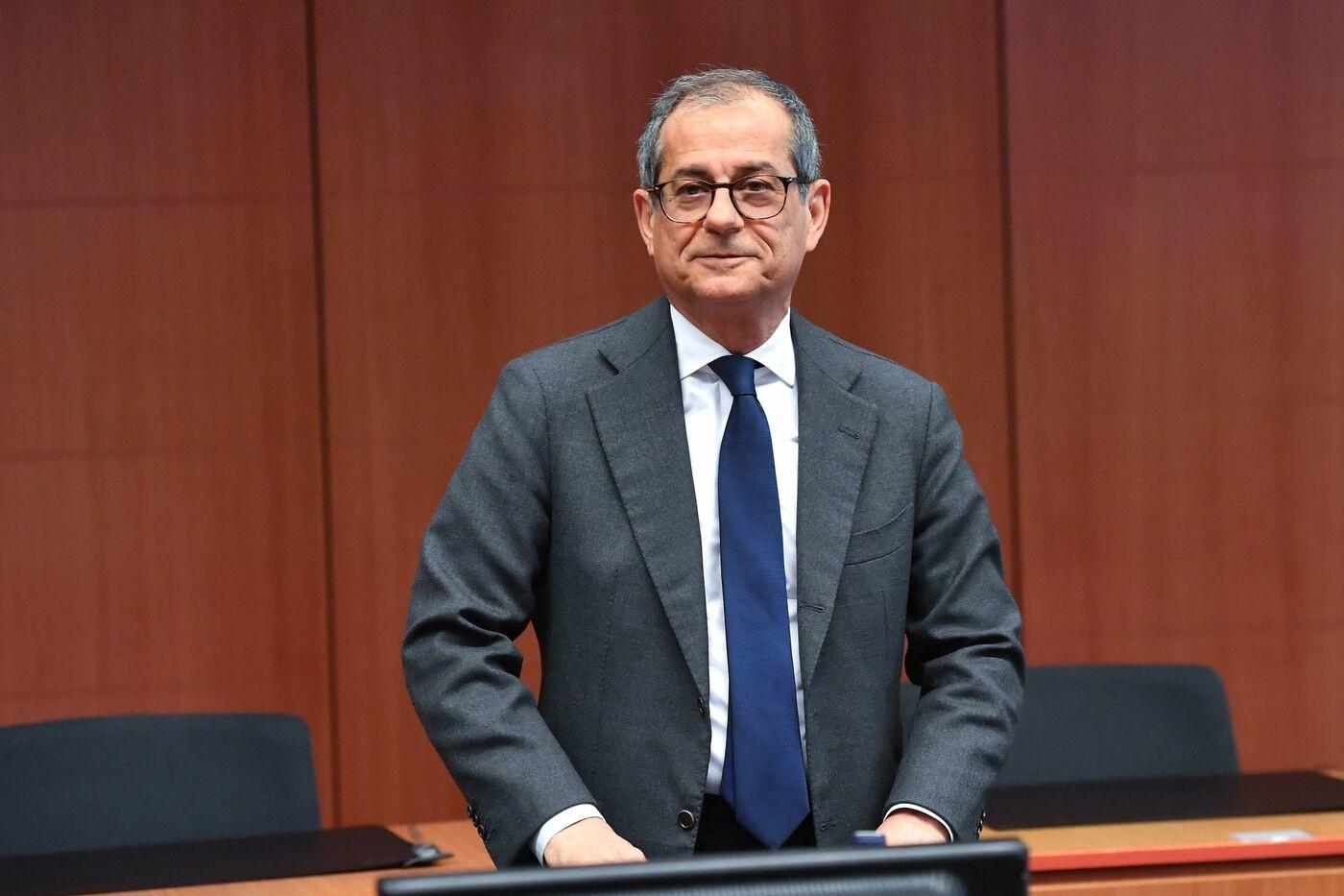 """Ue, Tria rassicura sull'attuazione del Def. Ma l'Eurogruppo vuole risultati e avverte: """"Non pagheremo per voi"""""""