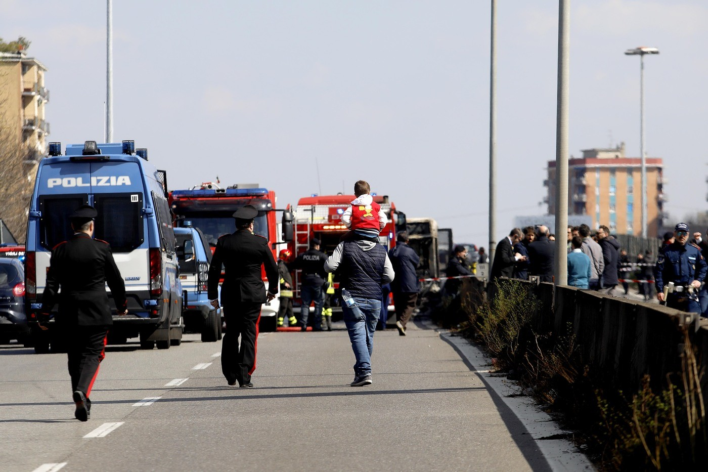Paura a Padova, si ribalta uno scuolabus: 7 bimbi feriti, l'autista era ubriaco