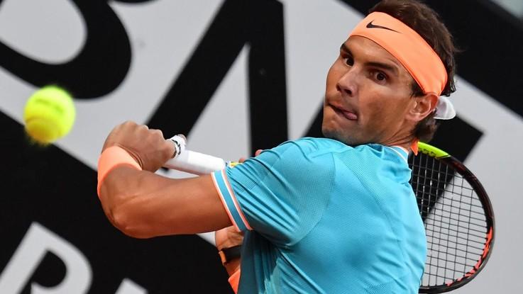 Tennis, Nadal e Tsitsipas in semifinale a Roma. Si ritirano Federer e Osaka