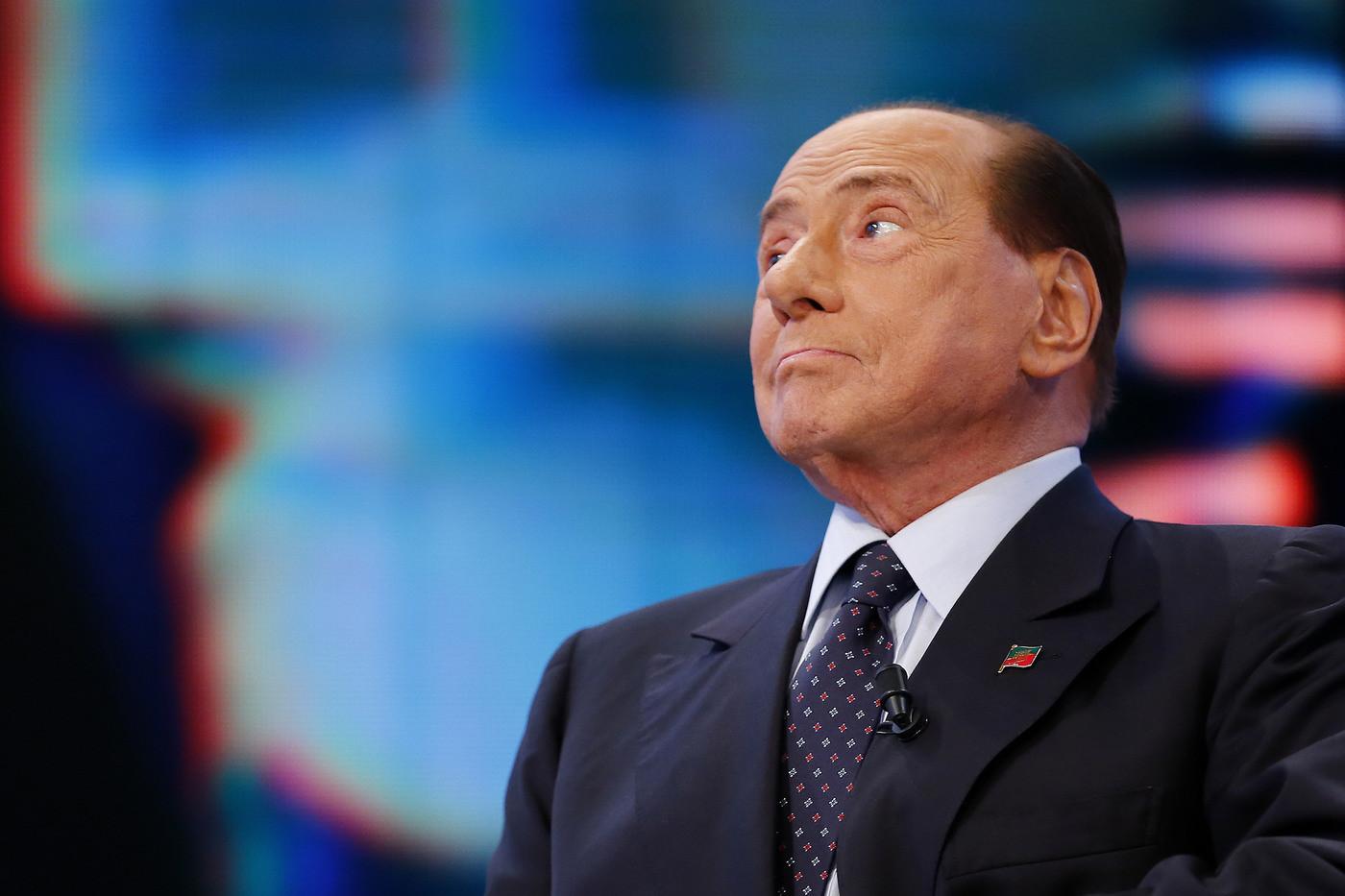 """Da Berlusconi a Calenda, gli attacchi al governo:  """"Ha esagerato"""""""
