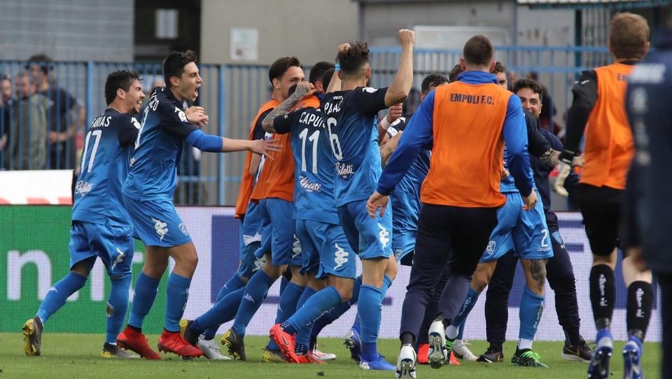 I giocatori dell'Empoli esultano dopo il gol del 3-1 ©