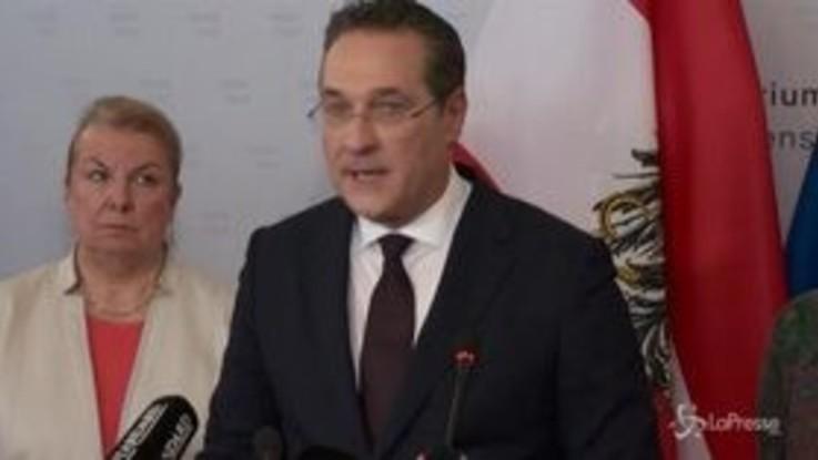 Austria, si dimettono tutti i ministri populisti