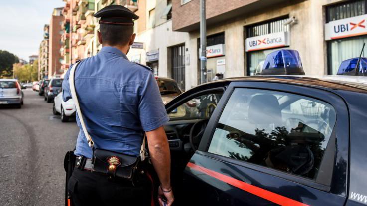 """Roma, torna libera la ragazza che ha ucciso il padre. La procura: """"Eccesso colposo"""""""