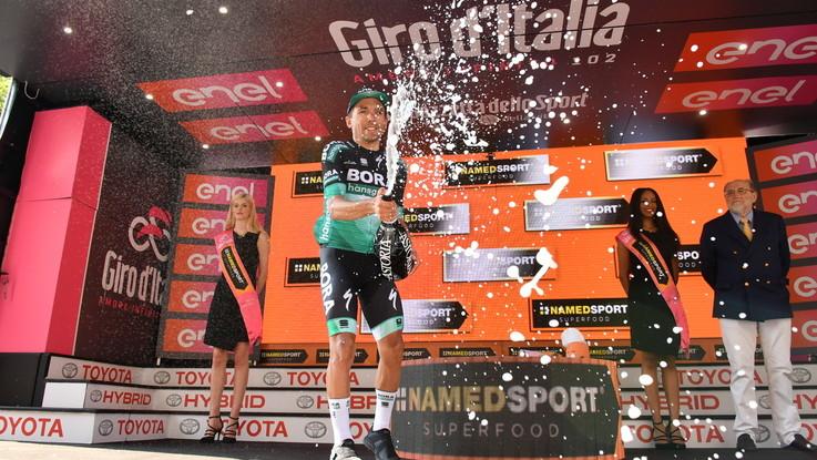 Giro d'Italia, Benedetti vince la dodicesima tappa. Polanc nuova maglia rosa