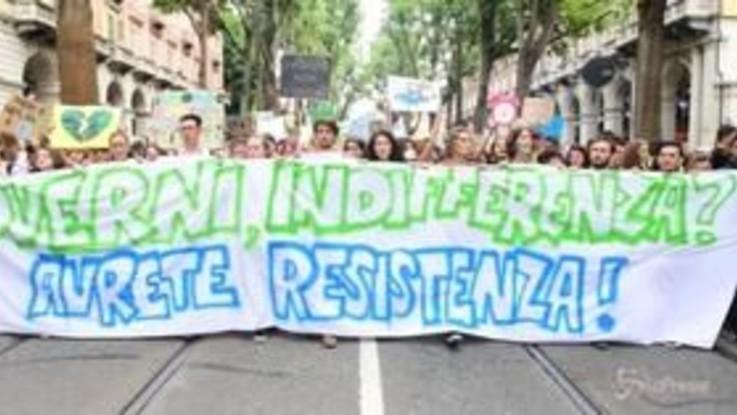 """""""Friday for Future"""" a Torino, studenti in piazza in difesa del clima"""