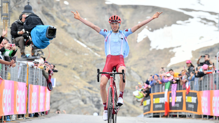 Giro d'Italia, Zakarin vince la tredicesima tappa: Polanc conserva la maglia rosa