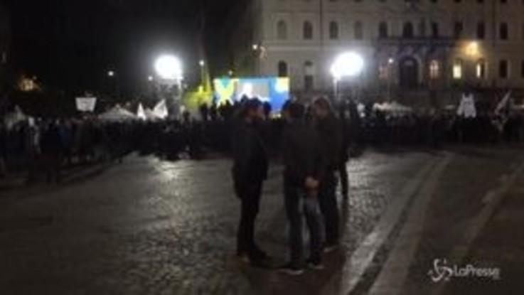 Di Maio parla dal palco del M5S, la piazza non si riempie