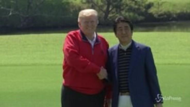 Trump, partita a golf con Shinzo Abe