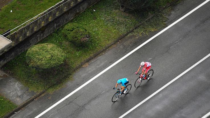Giro d'Italia, a Como vince Cataldo. Carapaz e Nibali staccano Roglic