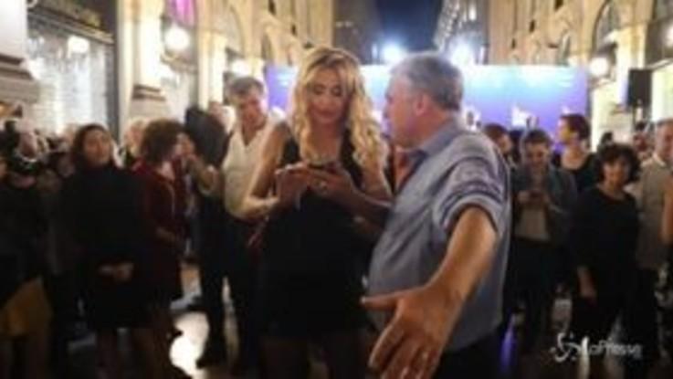 Milano, notte di tango in Galleria Vittorio Emanuele con Valeria Marini