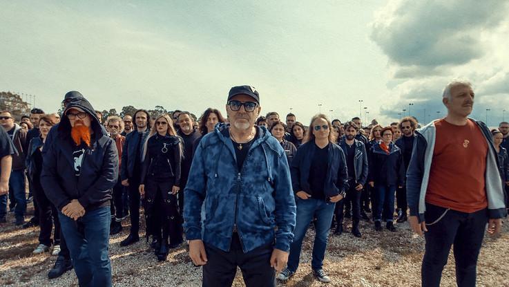"""Vasco da record 'occupa' San Siro: """"Combattiamo la disperazione con il rock"""""""