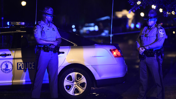 La Polizia di Virginia Beach controlla il compound municipale dopo la sparatoria