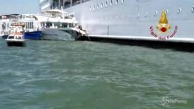 Venezia, la nave 'Msc Opera' dopo l'urto con il battello