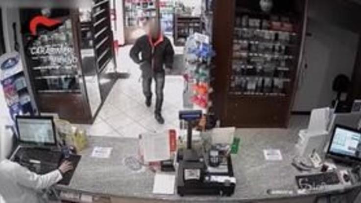Milano, rapine con revolver in farmacie: arrestato 48enne