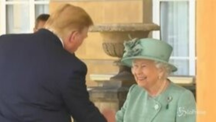 Trump a Buckingham Palace dalla Regina