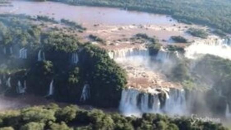 Forti piogge in Brasile, le cascate di Iguazu sono ancora più impressionanti