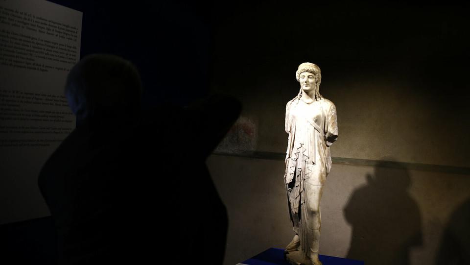 Artemide marciante. Fine I secolo ac, inizio I secolo dc. Napoli Museo Archeologico Nazionae. Ritrovata a Pompei nella casa di Diana arcaizzante ©