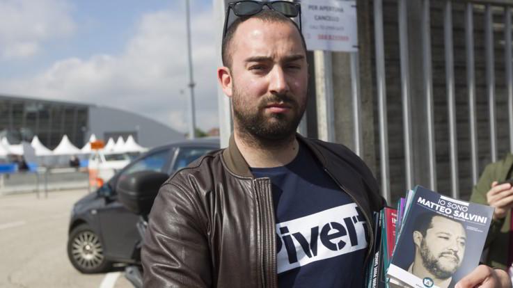 La protesta di Francesco Polacchi, fondatore della casa editrice Altaforte, dopo l'esclusione dal Salone del Libro