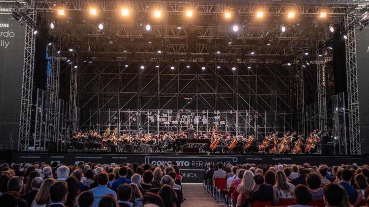 Milano, la Filarmonica in piazza Duomo diretta da Chailly