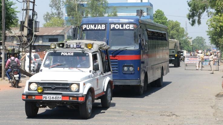 India, stuprarono e uccisero una bimba: condannati all'ergastolo 6 uomini indù