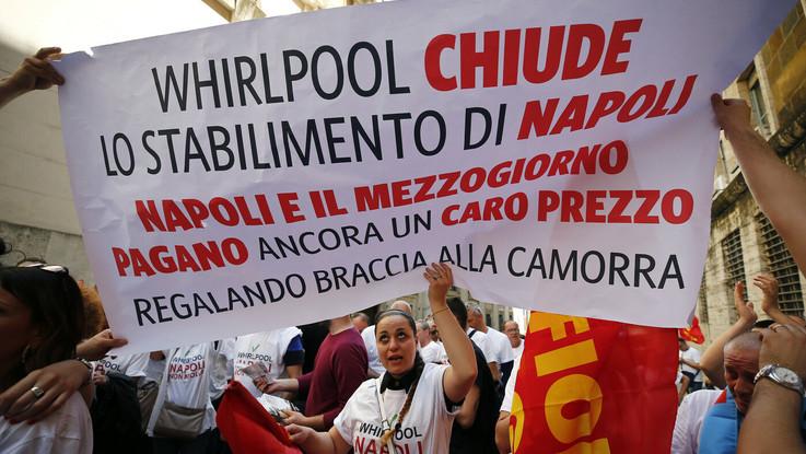 """Di Maio: """"Revoco i contributi a Whirlpool"""". L'azienda: """"Non vogliamo chiudere Napoli"""""""