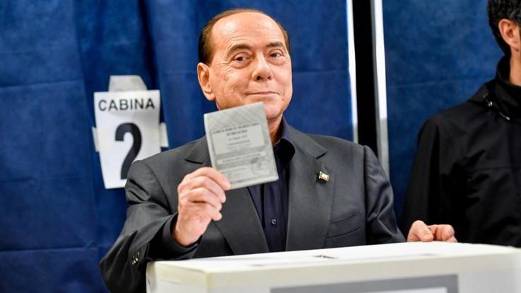 """Berlusconi: """"Sarò europarlamentare del collegio del Nordovest"""""""