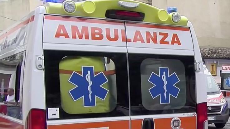 Catanzaro, bimbo di 4 anni cade da quarto piano palazzo: è grave