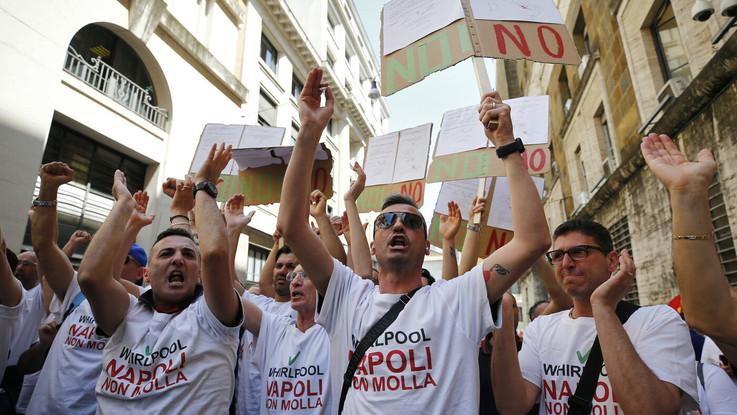 """Whirlpool: """"Non chiudiamo a Napoli"""". Di Maio: """"Presupposto per il dialogo"""""""