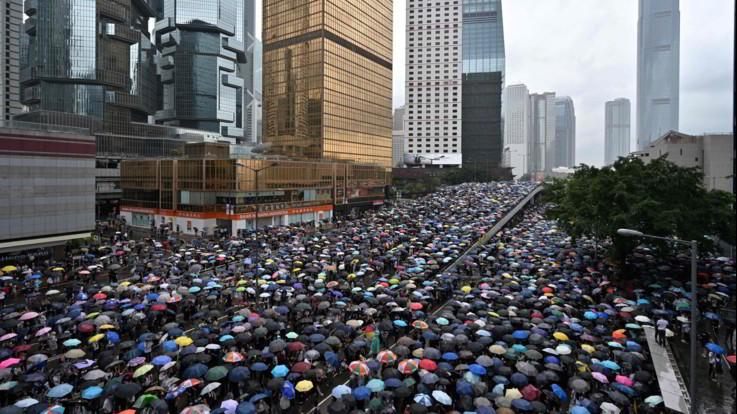Hong Kong, rinviata la discussione sull'estradizione dopo le proteste
