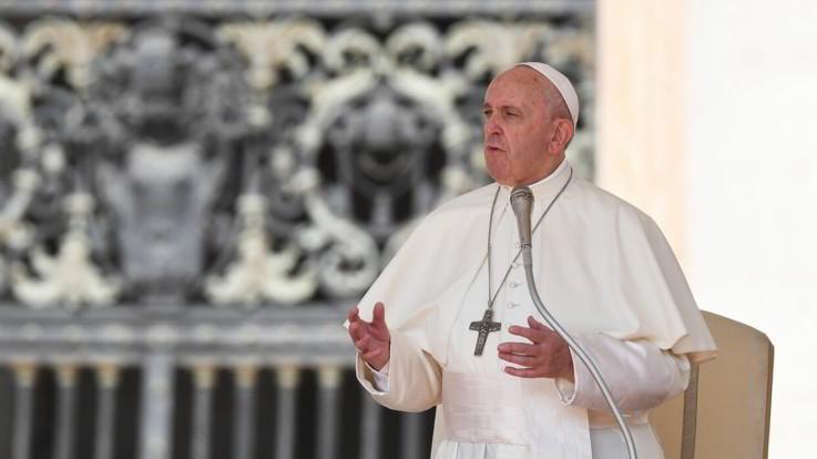 """Il Papa: """"I migranti sono nuovi schiavi, strumentalizzati per uso politico"""""""