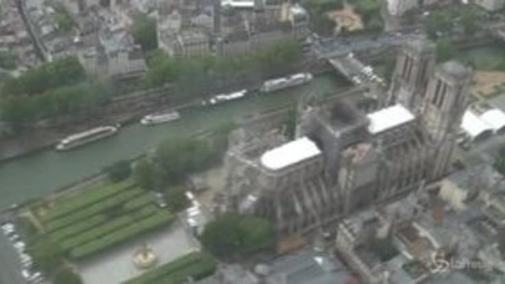 Notre-Dame, prima messa dopo il rogo: nelle riprese aeree i segni della distruzione