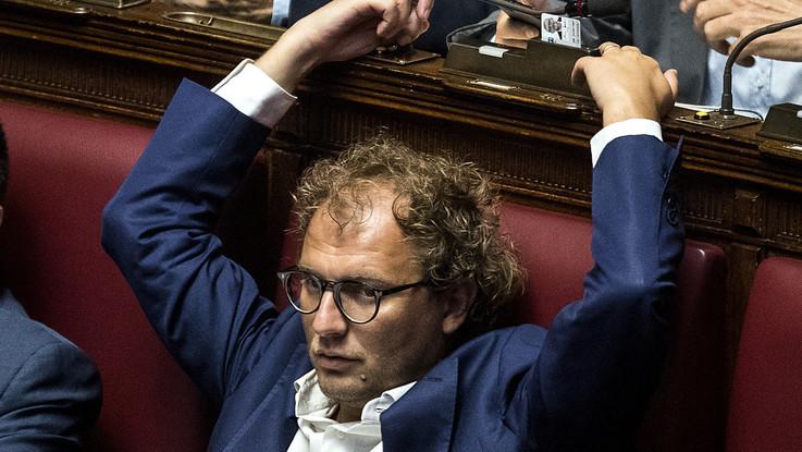 """Caos procure, Lotti: """"Innocente ma mi autosospendo"""", Zingaretti: """"Grande gesto di responsabilità"""""""
